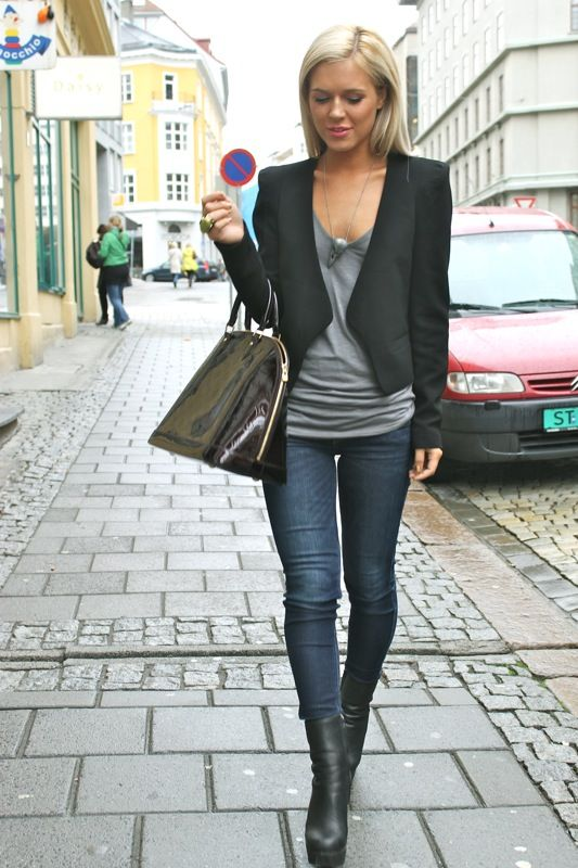 love a simple grey t-shirt, skinng jeans, black jacket changed out ...