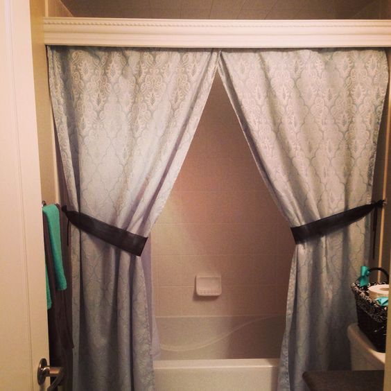 Elegant Bathroom Curtain Sets: Elegant Crown Moulding Bathroom Curtains