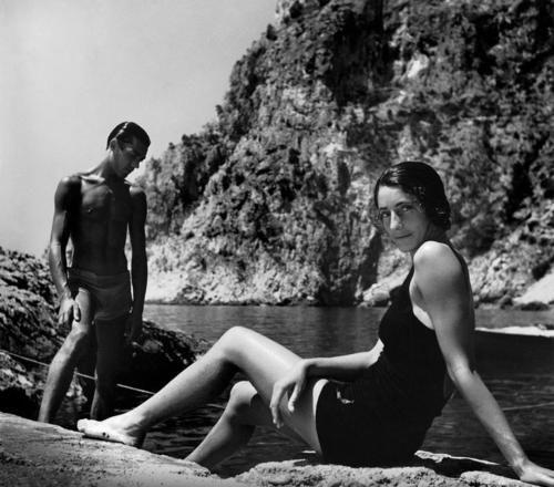 Herbert List -  Flirt in Capri, Italy, 1936