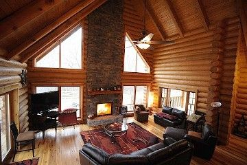 Charming log home living, pool, huge deck/patio close to Loveland Bike Trail