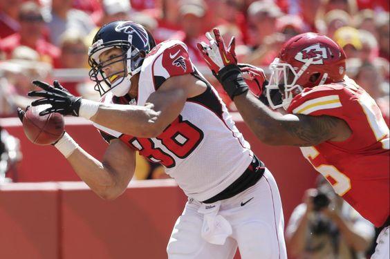 Atlanta Falcons tight end Tony Gonzalez catches a touchdown pass. Week 1 2012 season
