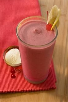 This quick and easy smoothie recipe takes the classic banana split on the go.