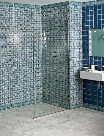 Combine different bathroom tiles divide your bathroom for Different bathroom styles