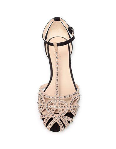 Flat sandals -ZARA. My next buy, gotta love summer.