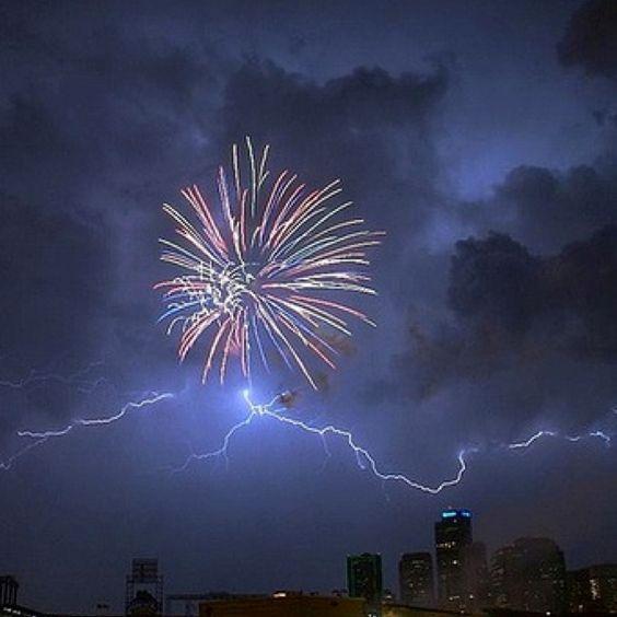 love lightening storms!