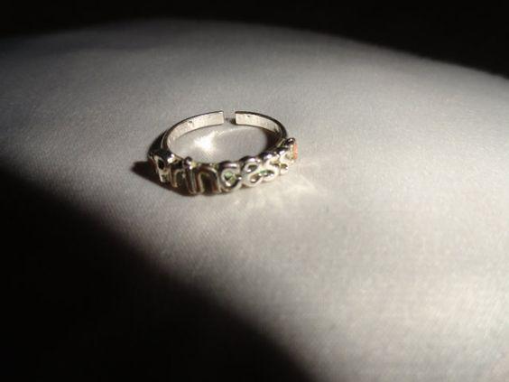 Size 4 Vintage metal ring Maryland Estate Princess