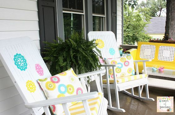 Love this front porch...