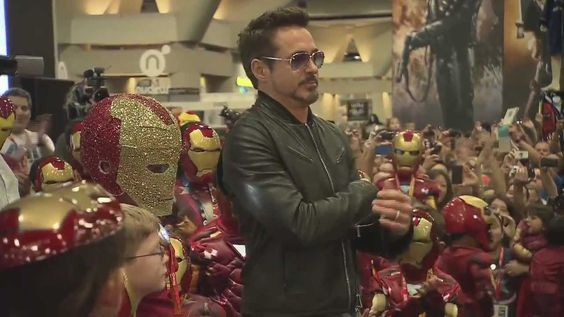 Robert Downey Jr. Crashes a Kid's Iron Man Costume Contest at Comic-Con - this has to be the sweetest, cutest, most adorable thing ever :) RD jr is awesome <3