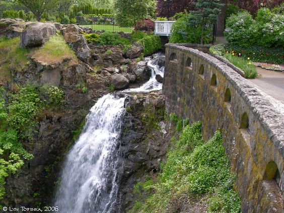 Google Image Result for http://columbiariverimages.com/Images06/columbia_gorge_hotel_wah_gwin_gwin_falls_2006.jpg