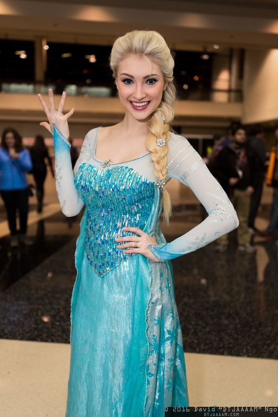 Queen Elsa (Frozen) #cosplay by Anna Faith at C2E2 2016, Photo by DTJAAAAM