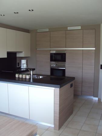 Strakke keuken met kastenwand - Keukens  Interieur Degroof Lommel ...