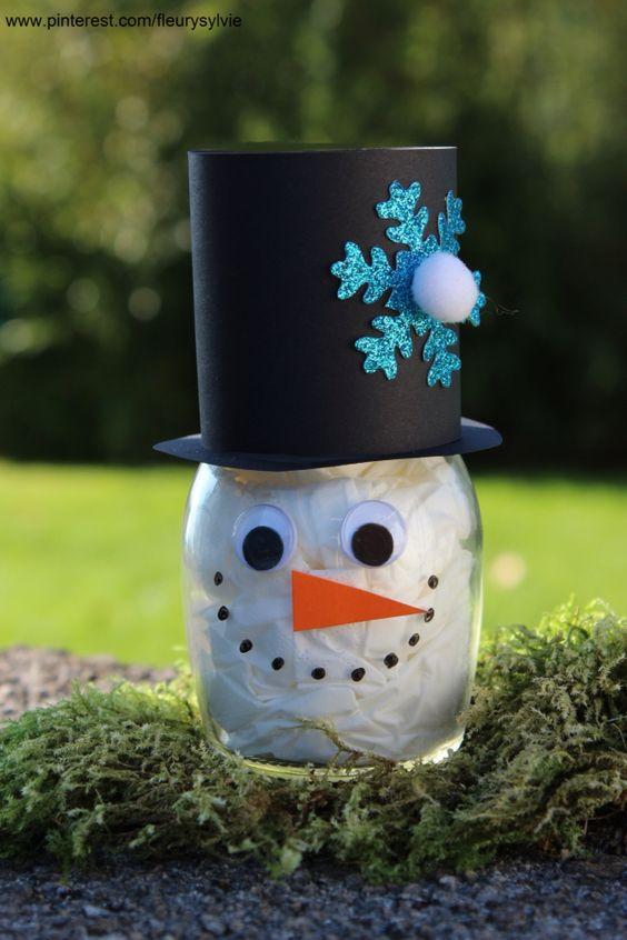 Bonhomme de neige avec un bocal rempli de mouchoirs #bricolage #hiver #enfant http://pinterest.com/fleurysylvie/mes-creas-pour-les-kids/ et www.toutpetitrien.ch
