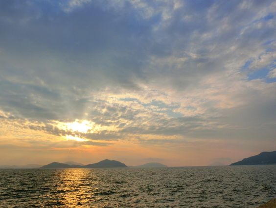 ( Evening Now at Hakata bay in Japan) 10 July 18:42 晴れ間が見えてきた博多湾です。