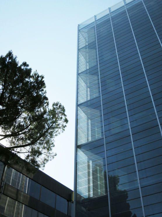 Fachada de Doble Piel de muro cortina para la Dirección General de Patrimonio del Estado ejecutada por Riventi con sistema R70STMejor Fachada en Vidrio 2014