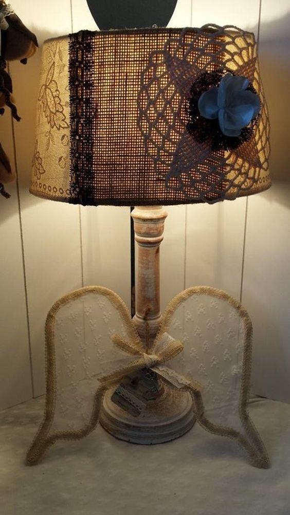 Lampe shabby chic burlap cottage noir et beige dentelle for Lampe deco interieur