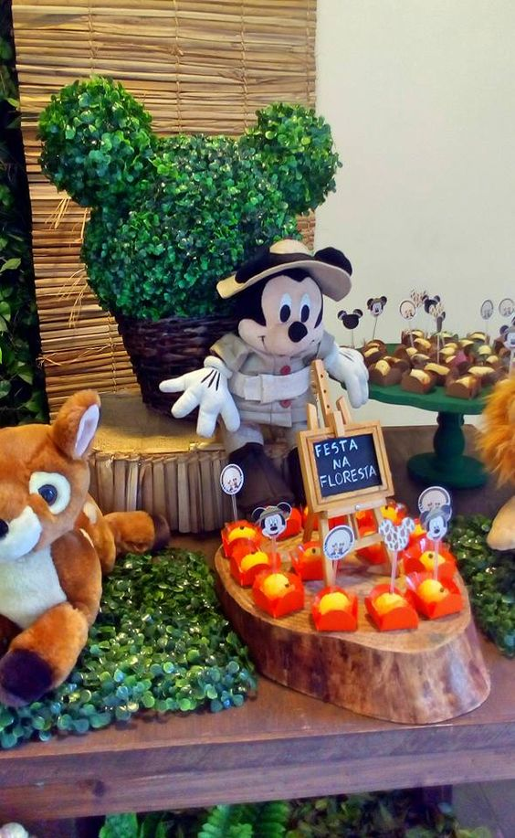 Decoração do Mickey Safari #safari #mickeysafari #mickey #decoraçãoinfantil #festadomickeysafari #festadosafari #festasafari #mickey  #mickeysafariparty whattsapp (11) 98325-2545