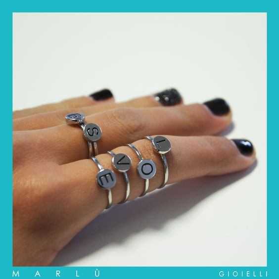 Anelli in acciaio con iniziale in PVD nero della collezione #ouicestmoi.Skinny steel initial Stacking Ring, Minimalist Rings,Initial Rings, steel Ring. #ouicestmoi collection