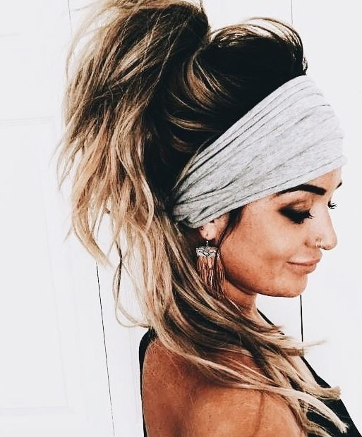 Messy Hair With A Big Headband Or Hair Wrap Scarf Hairstyles Headband Hairstyles Long Hair Styles