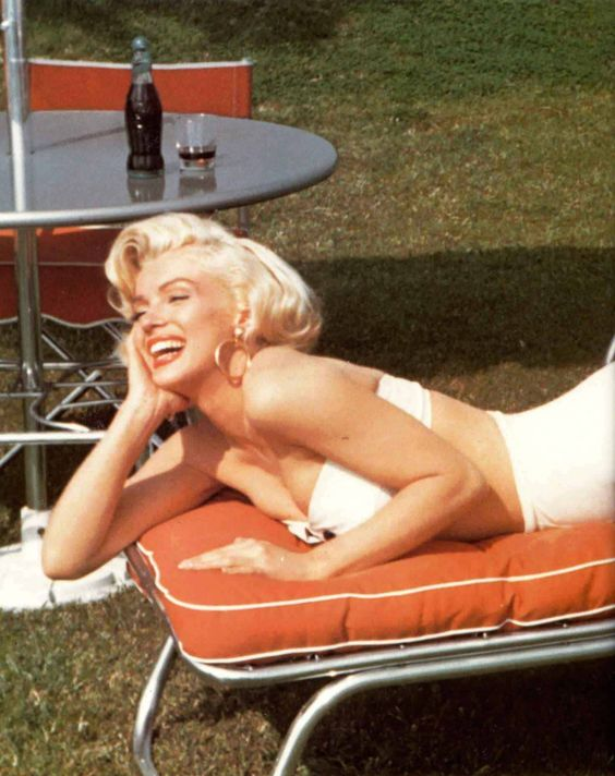 Is there a non flattering pic of this woman out there?? So pretty :) #MarilynMonroe
