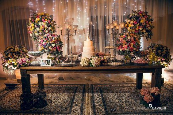 www.guianoivaonline.com.br #guianoiva #noiva #casamento #bridal #wedding Fotografia: Equipe de Fotografia Milena Cavichi |Decoração: C est si bon |Cerimonial e Assessoria: Lidiane Passos |DJ: F3 Entretenimento |Local: Mansão Eventos |Locação de materiais: Cadeiras – Yonezawa Locações |Bolo: Francine Machado Cake Designer |Doces: Katia Negrelli |Cabelo e maquiagem: Junior Noivas