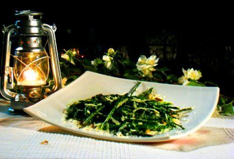 Asparagi alla griglia con pinoli e pecorino | Recept från Köket.se