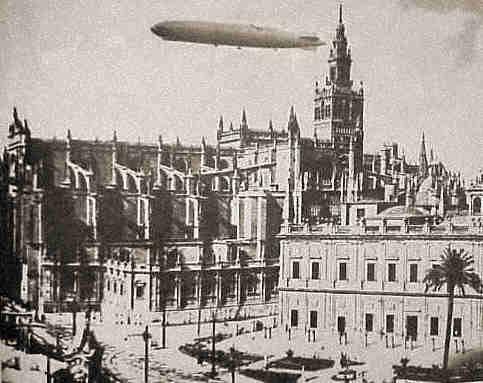 Y el Graf Zeppelin sobrevoló Jerez. Sevilla, Cádiz, España Cruz gramada. Nazi. España. Zepelin