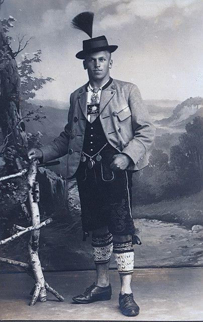 Mann in Tracht man in costume, Holzkirchen-Gmund am Tegernsee - holzkchen