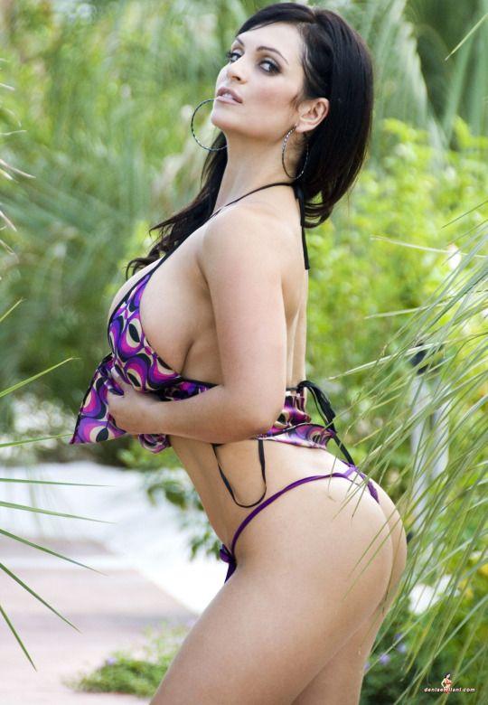 Wonder Denise Milani ★