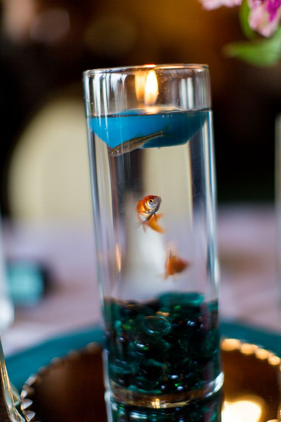 Centerpiece with goldfish or beta fish with floating for Creative candle centerpiece ideas
