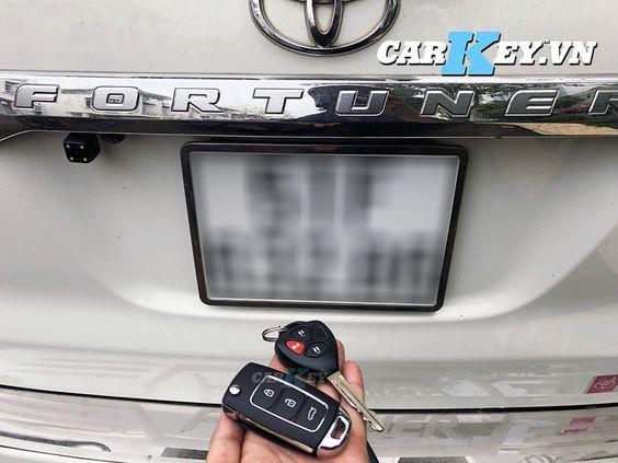 chìa khóa gập Toyota Fortuner