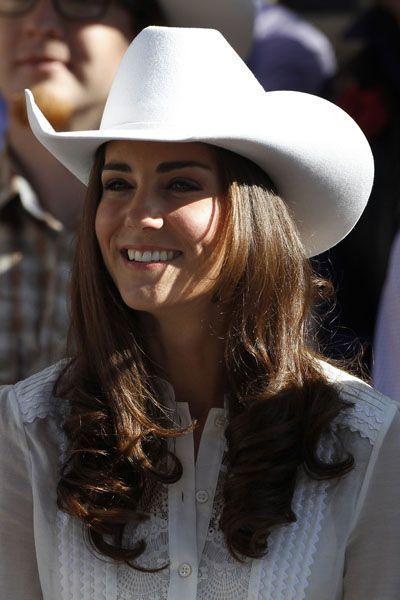 Plaquées sous un chapeau de cow-boy durant la tournée du couple princier au Canada en 2011, ces dernières laissent la part belle aux anglaises qui ornent les pointes de la jeune femme.
