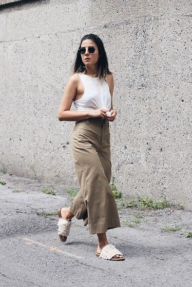 Get this look: http://lb.nu/look/7636864  More looks by Elif Filyos: http://lb.nu/thefashionmedley  Items in this look:  Topshop Knotted Tank Top, Zara Cropped Pants, Tibi Fringe Jack Sandals   #artistic #casual #street #montreal #cropped #knot #fringe #tibi #zara