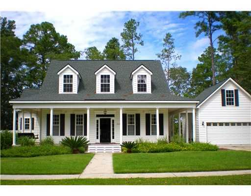 I Love The Detached Garage And Low Country Styling