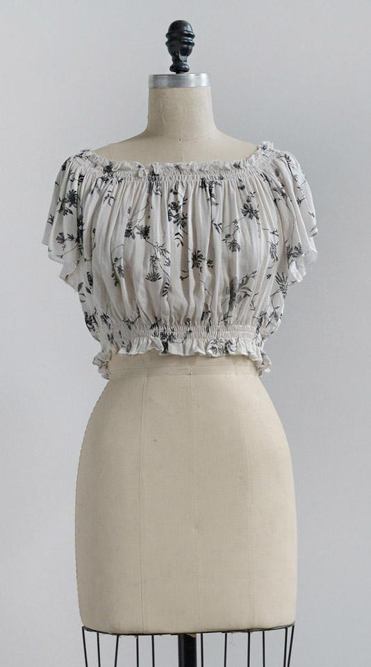 Vintage Inspired Clothing Feminine Vintage Modern Inked Florals Top Womensfashionvintagemo Vintage Inspired Outfits Vintage Fashion Womens Fashion Vintage