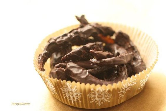 skórka pomarańczowa w gorzkiej czekoladzie