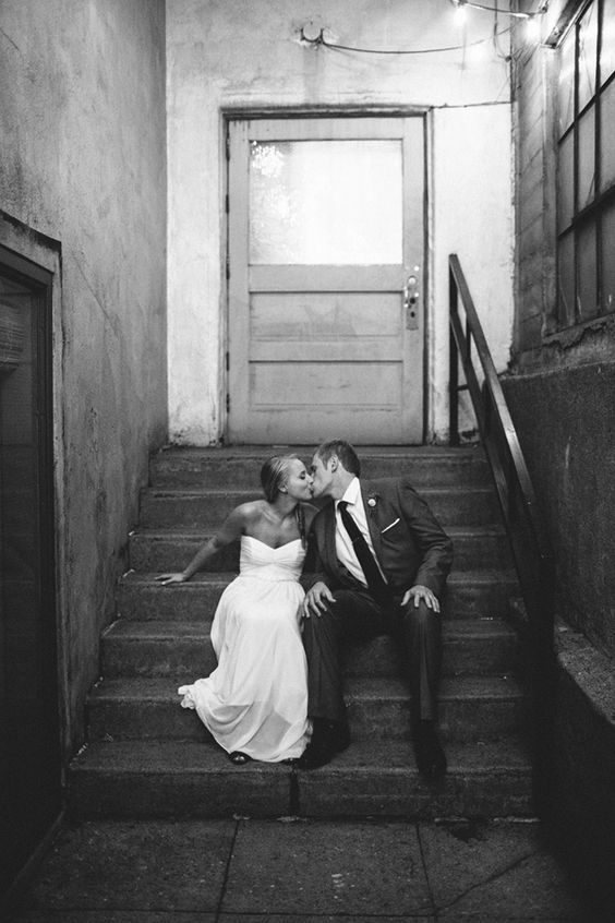 sweet kisses on the stairs // photo by GENEOH