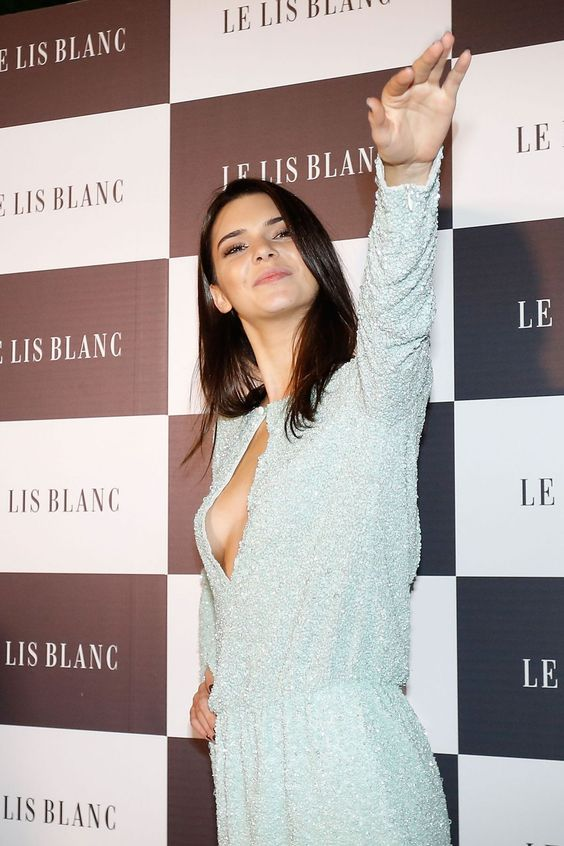 kendall-jenner-at-le-lis-blanc-cocktail-party-in-sao-paulo_14.jpg (1200×1800)