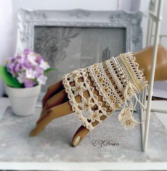 Victorian  crochet bracelet lace cuff,Antique Renessance jewelry,Shabby Bracelet cuff Romantique Vintage style.Beaded bracelet: