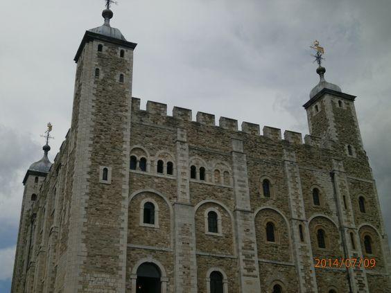 La Torre de Londres ... aquí tenían a los prisioneros que generalmente terminaban en la decapitación ( brrrrrr !!!, otra vez) ... no se puede visitar por dentro ...