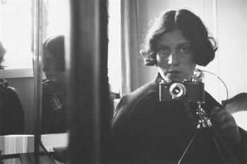 Ilse Bing, Me in the mirror with Leica, 1931