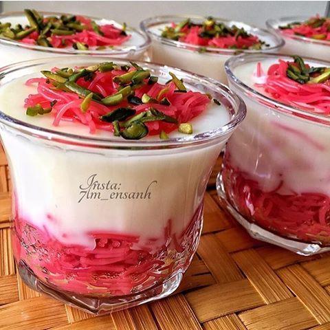 مهلبية بشعيرية الورد تسلق الشعيريه البلاليط بالماء ويضاف لها لون الطعام الأحمر ثم تصفى ويضاف لها 1 4كوب الى 1 2كوب من شراب ال Cooking Food Vegetables