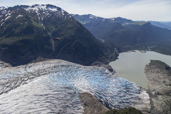 Spectacular Alaskan landscapes. #glacier #mountains #cruise