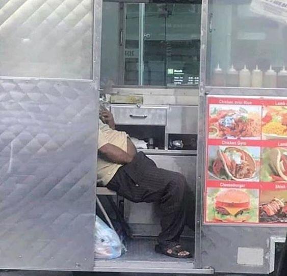 صديق 2 ملغوم واحد شورما Logic Eat Fast Food