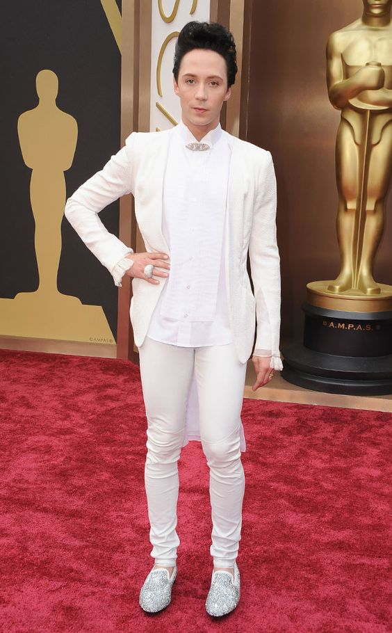 BEST DRESSED MEN AT THE 2014 OSCAR AWARDS JOHNNY WEIR The skating pro lit up the red carpet in an all-white look accesorized with dazzling silver Swarovski crystal loafers by Louis Leeman. A bold crystallized ring and matching brooch added extra sparkle.