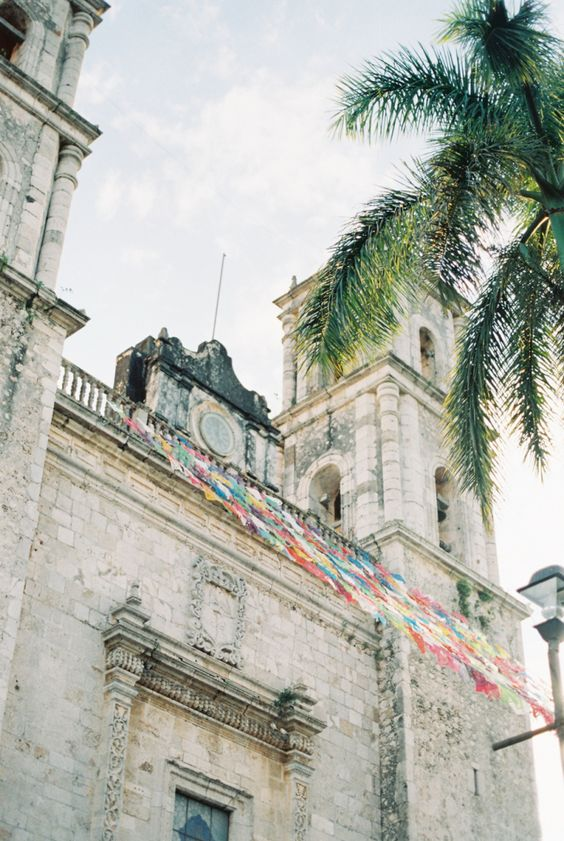 Church in Playa del Carmen Mexico | photography by http://www.laurelynsavannahphotography.com