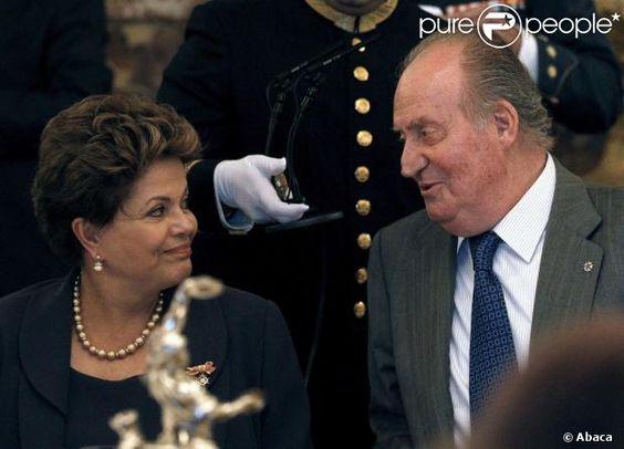Le roi Juan Carlos Ier d'Espagne - à béquilles en attendant une nouvelle opération de la hanche -, la reine Sofia, le prince Felipe et la pr...