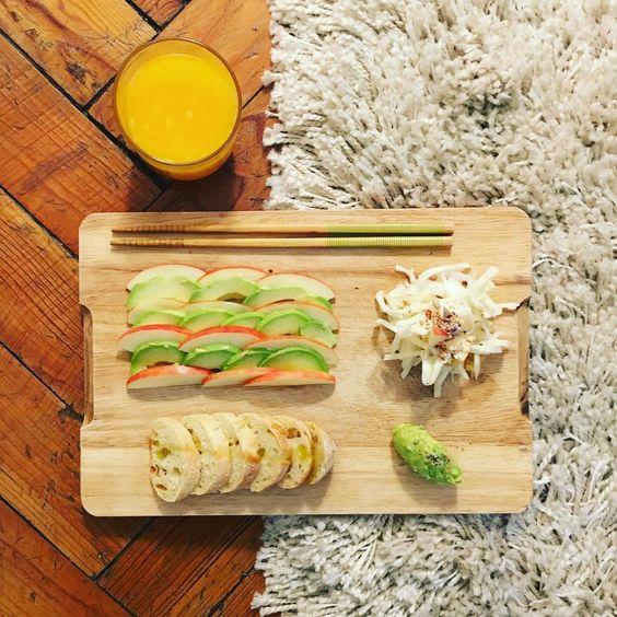 #post #gym #craving #healthy #diner #freshorangejuice #apple #avocado #baguette #shreddedcabbage #sesameoil #pickledlemon #homemade #home #bordeaux ✌️