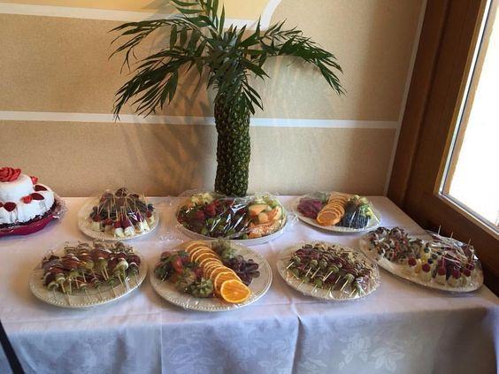 Obstbuffet für die Konfirmation  #Obstbuffet #palme #ananas #Erdbeeren