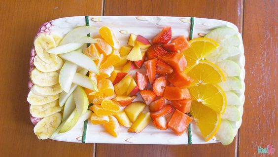 Saber mezclar las frutas correctamente es importante para evitar recargar tu digestión y provocar hinchazón y malestar. Ingresa.