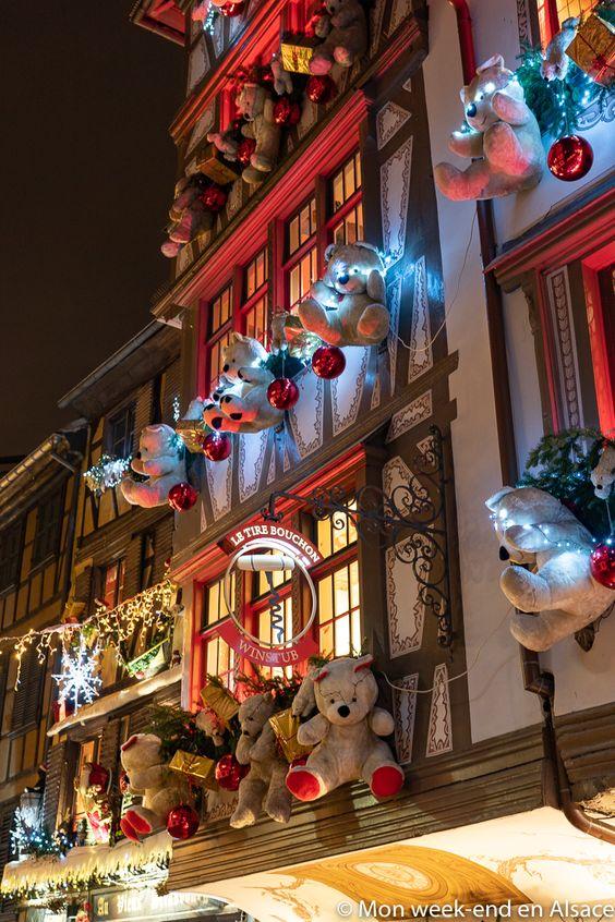 Incroyable façade du restaurant Le Tire-Bouchon à Strasbourg au moment de Noël! #Alsace #Strasbourg #Noël
